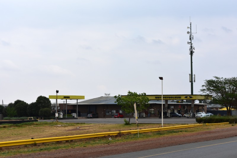 A filling station and convenience store in Welbekend